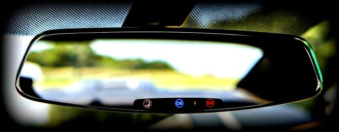 2013-chevrolet-camaros-frameless-rear-view-mirror-with-electrochromic-onstar-buttons_100399754_h